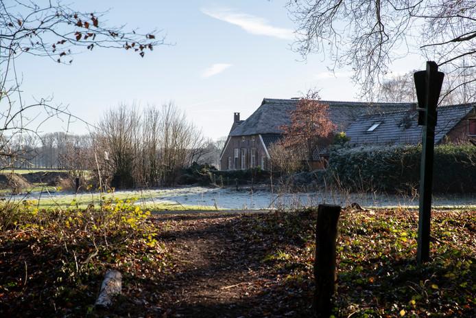Het gaat om deze boerderij aan de Beckenstraat  op landgoed Hackfort.