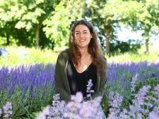 Leonie (22) heeft Gilles de la Tourette, maar schelden doet ze niet: 'Ik heb geen controle over mijn tics'