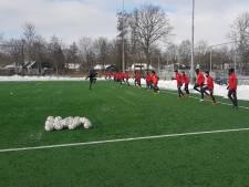 FC Utrecht krijgt in Veenendaal wat de Domstad niet heeft: een sneeuwvrij veld