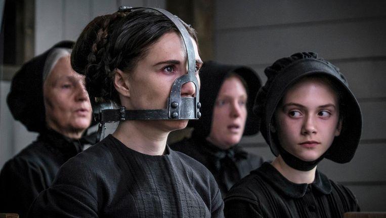 Carice van Houten (l) als Anna en Emilia Jones als Joanna Beeld Brimstone