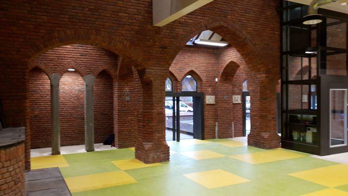 De 100-jaar oude Adrianuskerk werd het afgelopen jaar verbouwd tot school en kinderopvang.