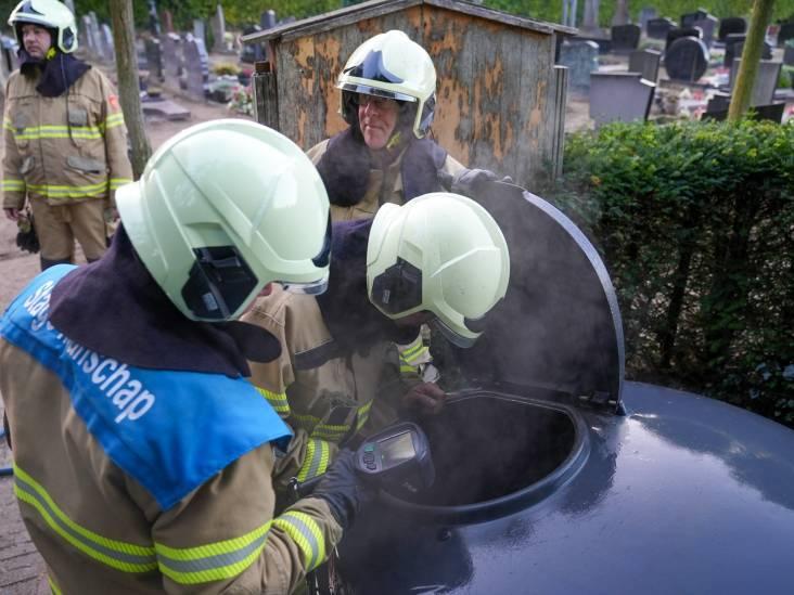 Brand in container op begraafplaats in Oss: alwéér raak aan de Vlasakkers