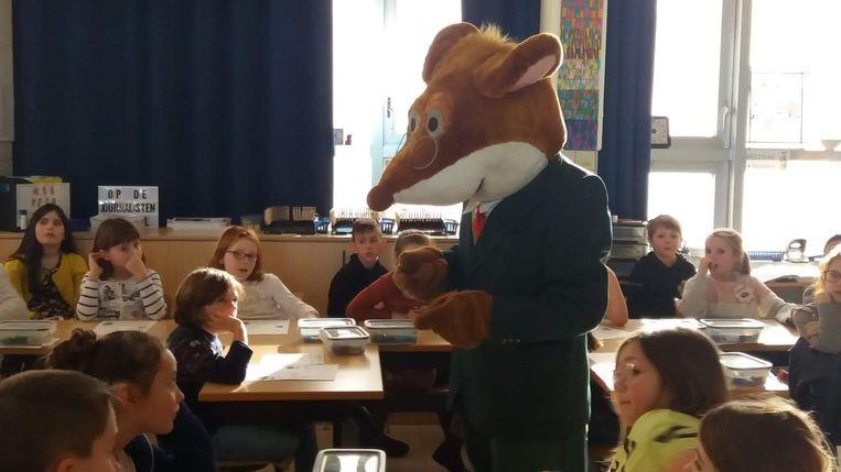 Geronimo Stilton kwam voorlezen op school.