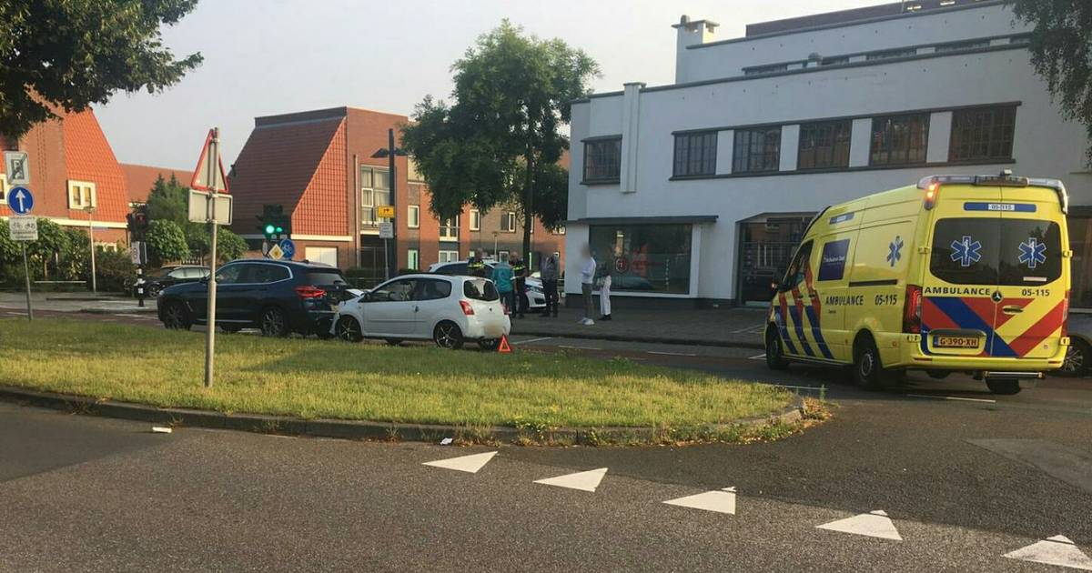 Gewonde bij aanrijding op de Lasondersingel Enschede.