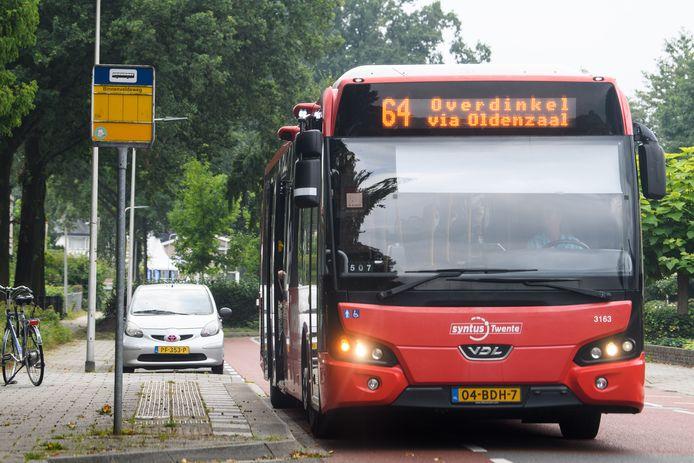 De bussen die in de ochtendspits op buslijn 64 rijden in Tubbergen zijn vrijwel altijd te druk