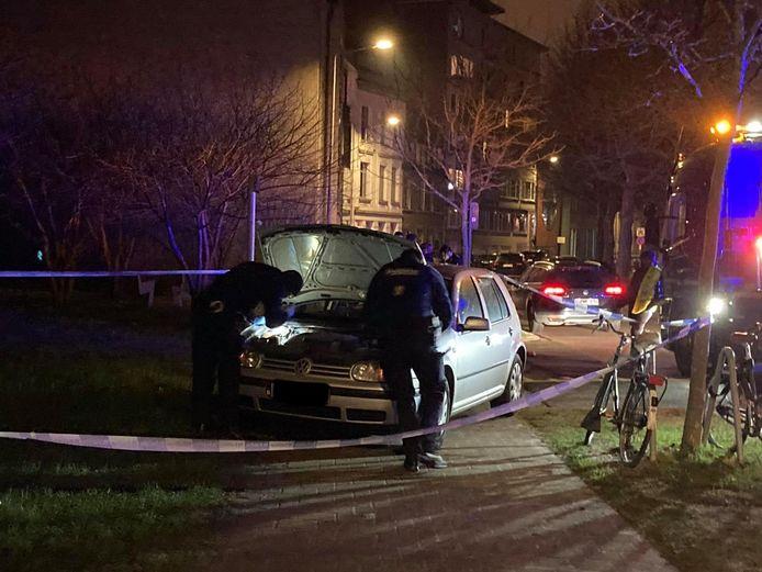 De politie controleerde de wagen die achtergelaten werd