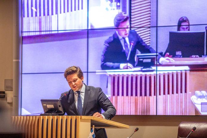 VVD-fractievoorzitter Thom van Campen aan het woord tijdens het raadsdebat over de bruiloft in de Noorderkolk.