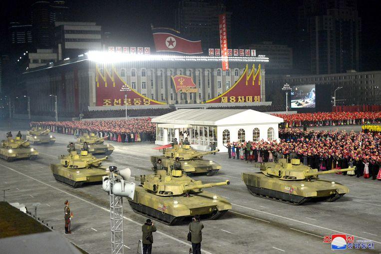 De militaire parade op beeld van de Noord-Koreaanse staatsmedia.  Beeld EPA