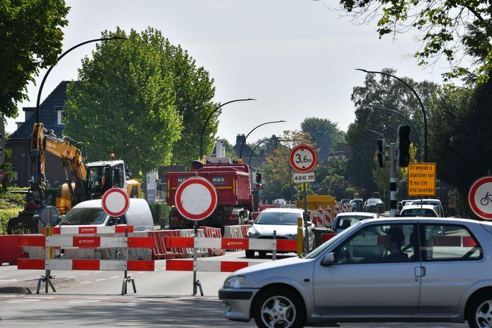 De Deldenerstraat vorig jaar, bij aanvang van de werkzaamheden. Volgende week wordt het laatste 'klusje' gedaan: dan wordt er asfalt aangebracht.