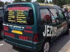 Omstreden Jezus Redt-auto houdt gemoederen bezig