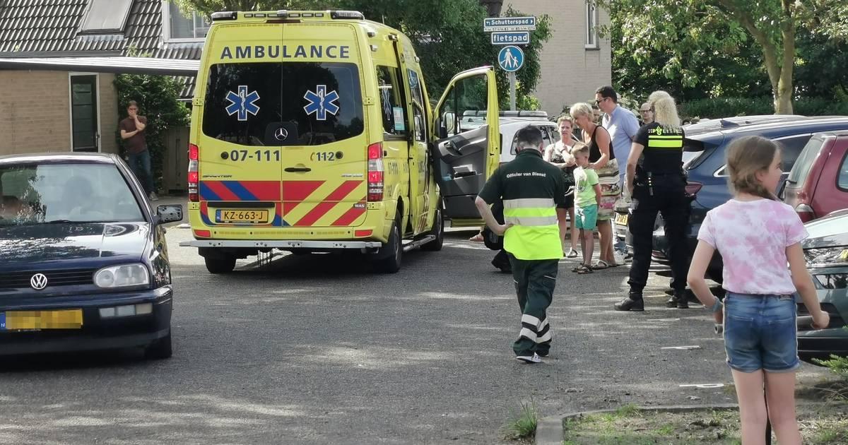 Hulpdiensten rukken groots uit voor aanrijding in Heelsum: kind gewond door botsing met auto.