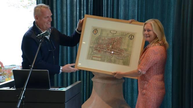 Gemeente Zutphen ontvangt unieke kaartencollectie van Arie de Zeeuw