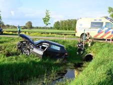 Twee gewonden bij ongeval in Vriezenveen: auto in sloot