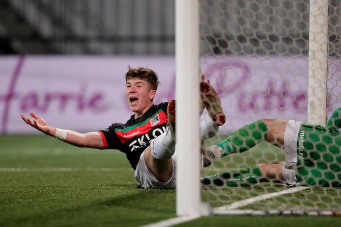 Ole Romeny claimt dat hij onderuit gehaald is in de wedstrijd van NEC tegen Helmond Sport.