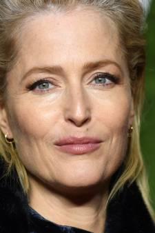 """Pourquoi Gillian Anderson, l'actrice de """"The Crown"""", ne porte plus de soutien-gorge"""