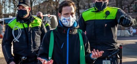 Utrechtse politie arresteert honderd klimaatactivisten: 'Vrij intens, al die agenten'