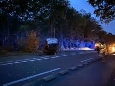 Omstanders redden vader en kind uit verongelukte auto in Harderwijk: 'Zag vlammen eruit slaan'