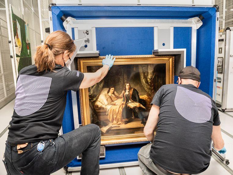 De gebroeders De Witt in de gevangenis van Simon Opzoomer wordt uitgepakt in het nieuwe depot van Boijmans Van Beuningen. Beeld Simon Lenskens