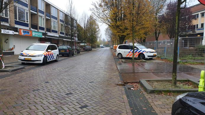 De politie doet onderzoek aan de Bandoengstraat.