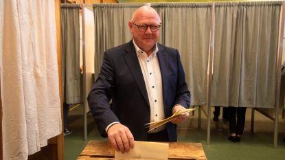Burgemeester Alain Pardaen stemt voor buren