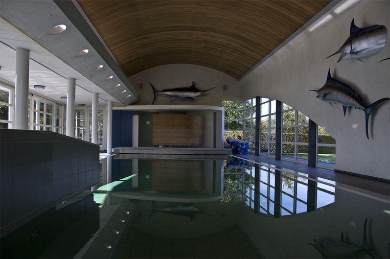 In het ontspanningsgedeelte bevindt zich onder andere een zwembad van 16 op 5 vierkante meter.