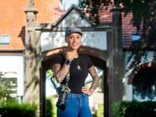 31-jarige Valburgse oorlogsfotografe Cynthia is veteranen dankbaar: 'Ik zal me nooit opdringen'