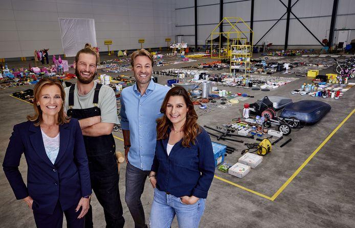 Het makeoverteam en presentator Viktor Brand. Met als tweede van links Florian Nelemans.