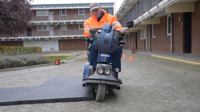 Opfriscursus scootmobiel van Joop van Bel in Enschede.