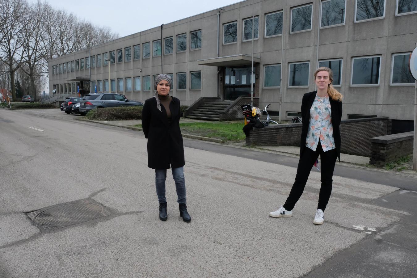 Directieduo Jamila Hadri en Ellen Huyge  voor hun toekomstige school.