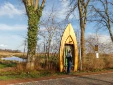 Opvallende bootbushalte in Wanneperveen moet weg: mag niet van ambtelijke regeltjes