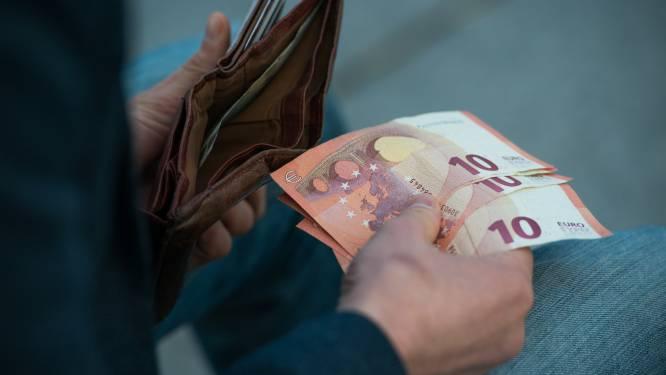 """Des """"Gilets jaunes"""" wallons se mobilisent contre la disparition du cash"""