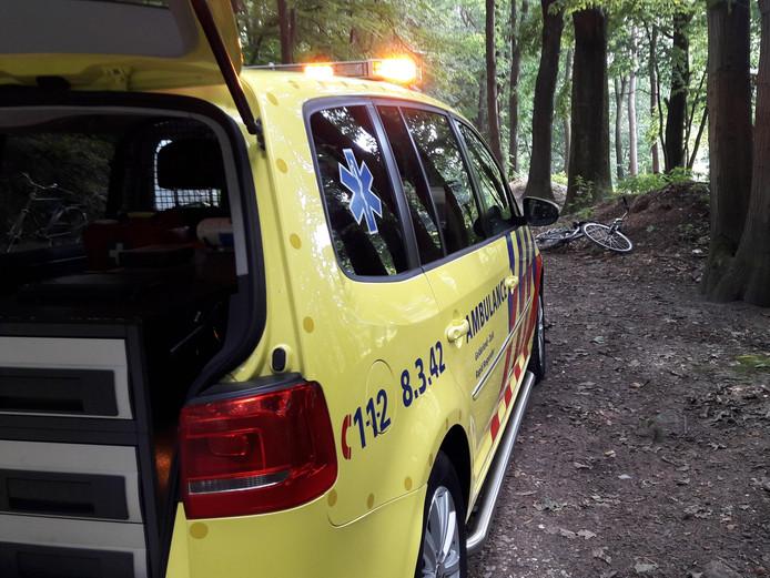 De ambulance op de Postweg.