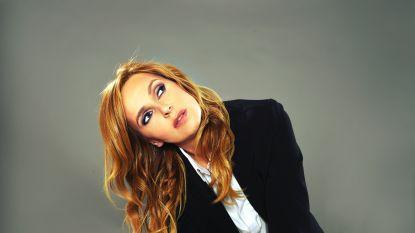 Isabelle A schrapt het woord 'neger' uit één van haar oude hits