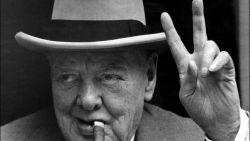 Brit vist iconische hoed en sigaren van Winston Churchill uit vuilnisbelt