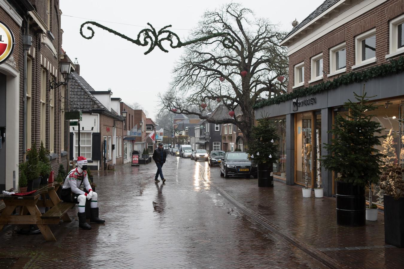 Stilte in de Wijhese Langstraat, maar de ondernemers van  de gesloten winkels zitten niet stil.