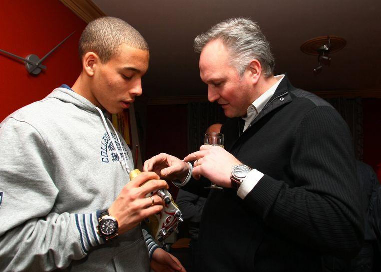 Erwin Palmers van Joma met Axel Witsel, toen die met de Gouden Schoen werd bekroond als beste speler van 2008.