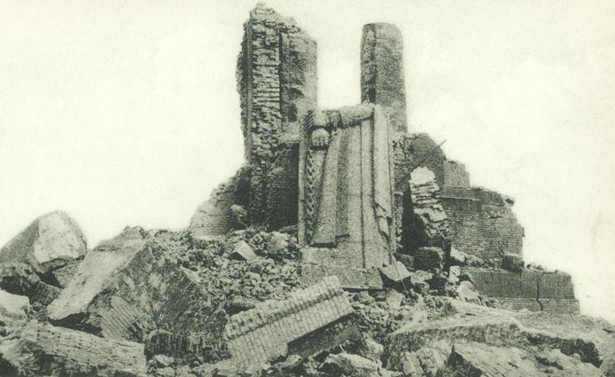 Van de IJzertoren bleef er na de ontploffing alleen puin over.
