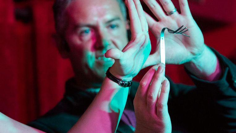 Alex Blackwood tijdens de Amsterdam Magic Show Beeld Mats van Soolingen