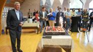 Gemeentepersoneel verrast Hendrik Verkest met feestje voor dertig jaar burgemeesterschap