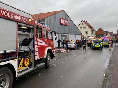 """Une voiture fonce délibérément dans un défilé de carnaval en Allemagne, """"plusieurs dizaines"""" de blessés"""