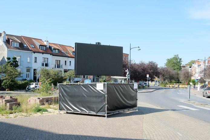 Het reclamescherm kleurt intussen zwart en zal zo snel mogelijk worden weggehaald.
