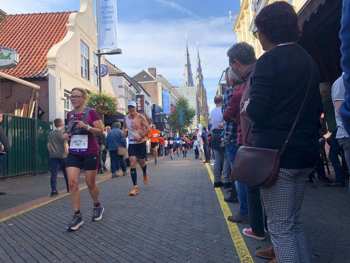 Gezellig hardlopen op Stratumseind tijdens de Marathon Eindhoven.