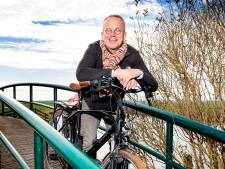 Peter fietst in coronasabbatical alle 352 gemeenten af: 'In elk cafetaria andere hamburger-speciaal'