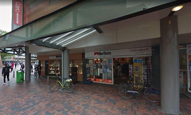 De sigarenboer op het Bijlmerplein. Beeld Google Street View
