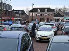 Auto's vaak gebutst en gedeukt op de Markt in Mill