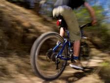 Veel mountainbikers scheuren maar raak door de natuur