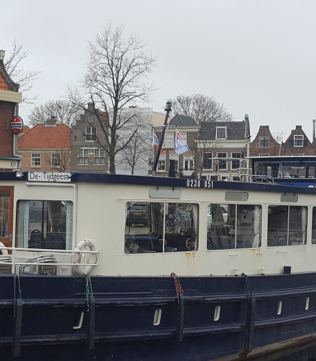 Bewoners boos over 'illegale' hotelboot, schip lag plotseling in Brielse haven