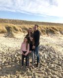 Arjen en Esther en hun dochters Feline en Lizzy.