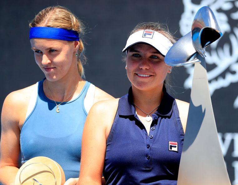 Anna Karolina Schmiedlova (l) haalde vorige week de finale in Hobart.