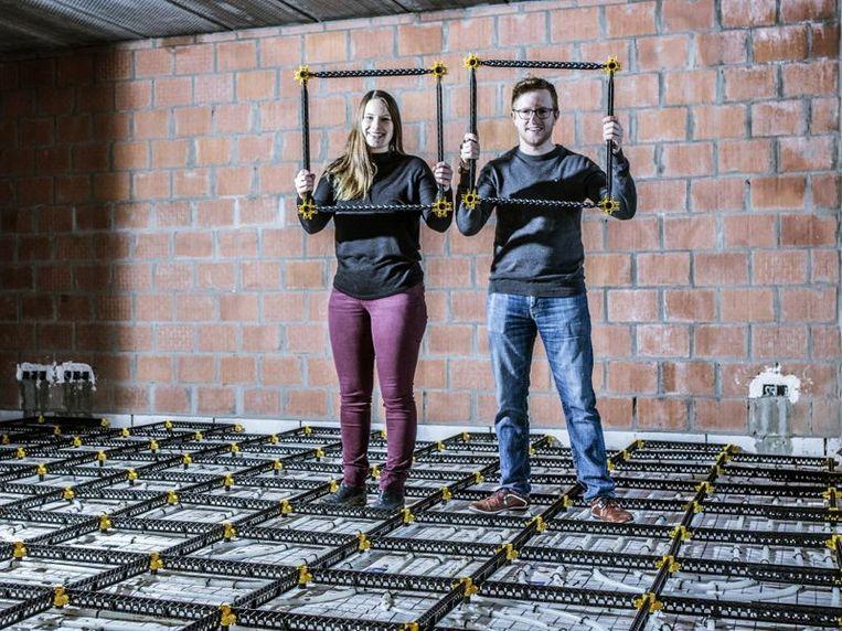 Ontwikkelaars Daisy Bohyn en Tom Verstaen brengen een 'chaperooster' op de markt op maat van doe-het-zelvers.